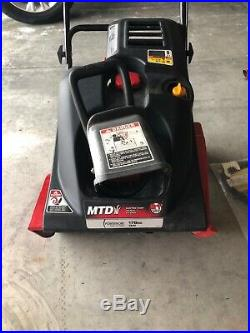 Yard Machines (31AS2S1E700) 21inch Single-Stage Snow Thrower with electric start